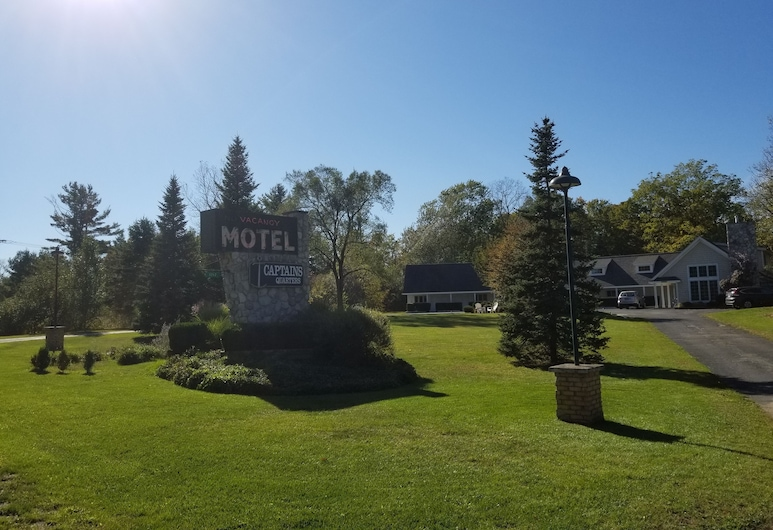 Captain's Quarters Motel, Saugatuck
