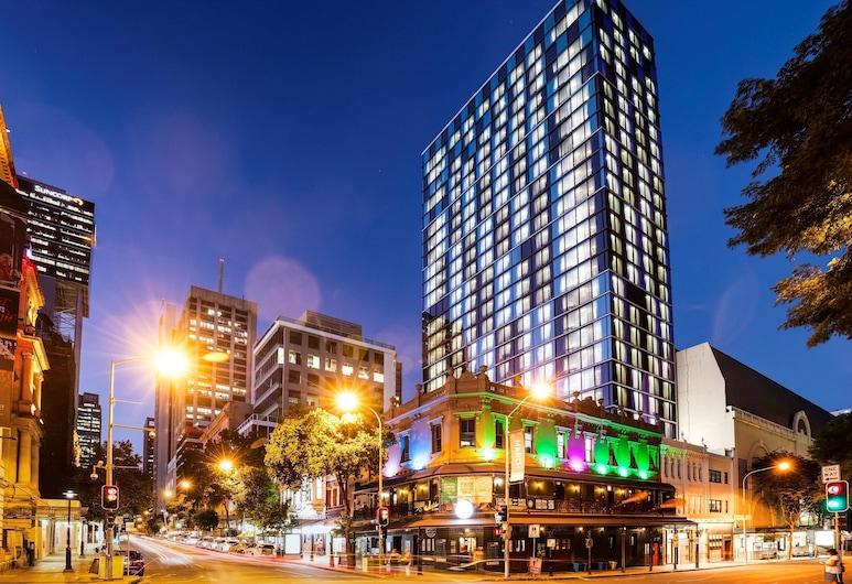 Ibis Styles Brisbane Elizabeth Street, Brisbane, Hadapan Hotel