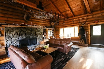 Picture of Trapper Peak Guest Lodge in Victor