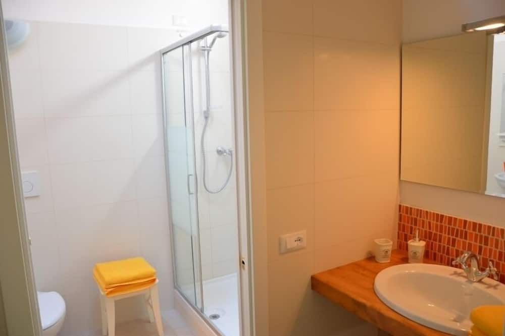 Deluxe Double or Twin Room, 1 Double Bed, Kitchenette - Bathroom