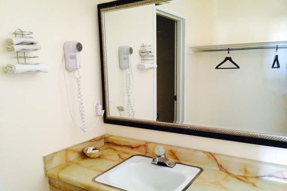 雙人房 - 浴室洗手台