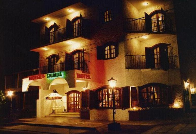 Hotel Colonial, San Bernardo del Tuyú, Fachada do Hotel - Tarde/Noite