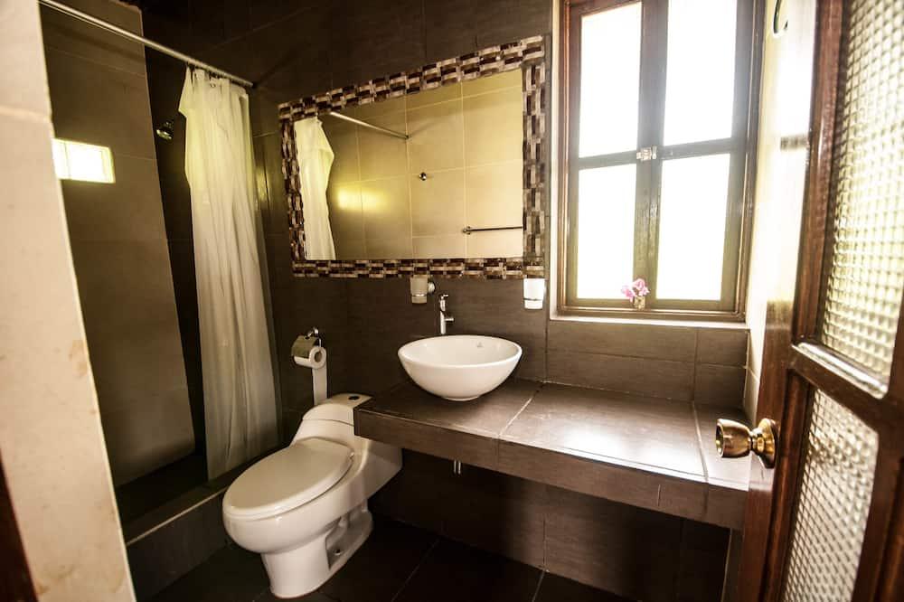 Triple Room, Balcony, Lake View - Bathroom