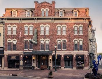 Picture of The Black Hawk Hotel in Cedar Falls