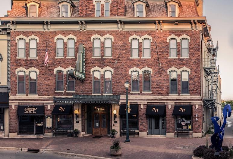 The Black Hawk Hotel, Cedar Falls