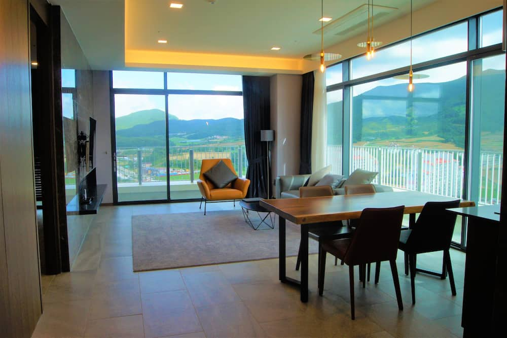 Royal Suite, 2 Bedrooms - Living Area