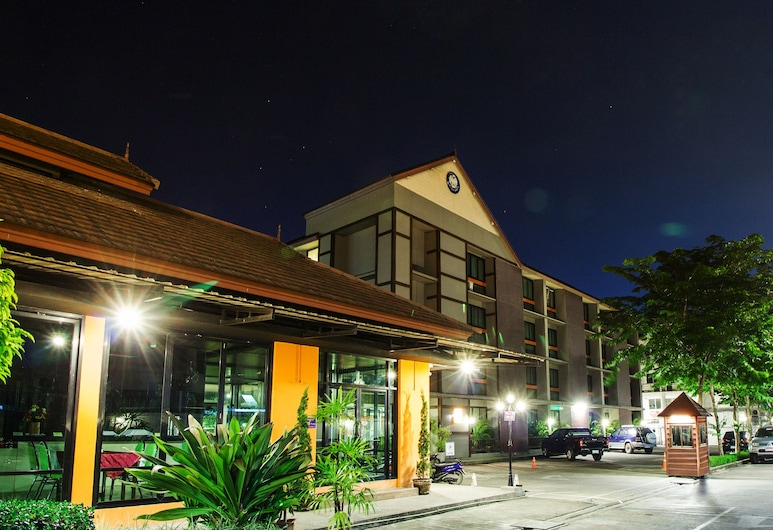 B2 清萊精品經濟型飯店, 清萊, 飯店入口 - 夜景