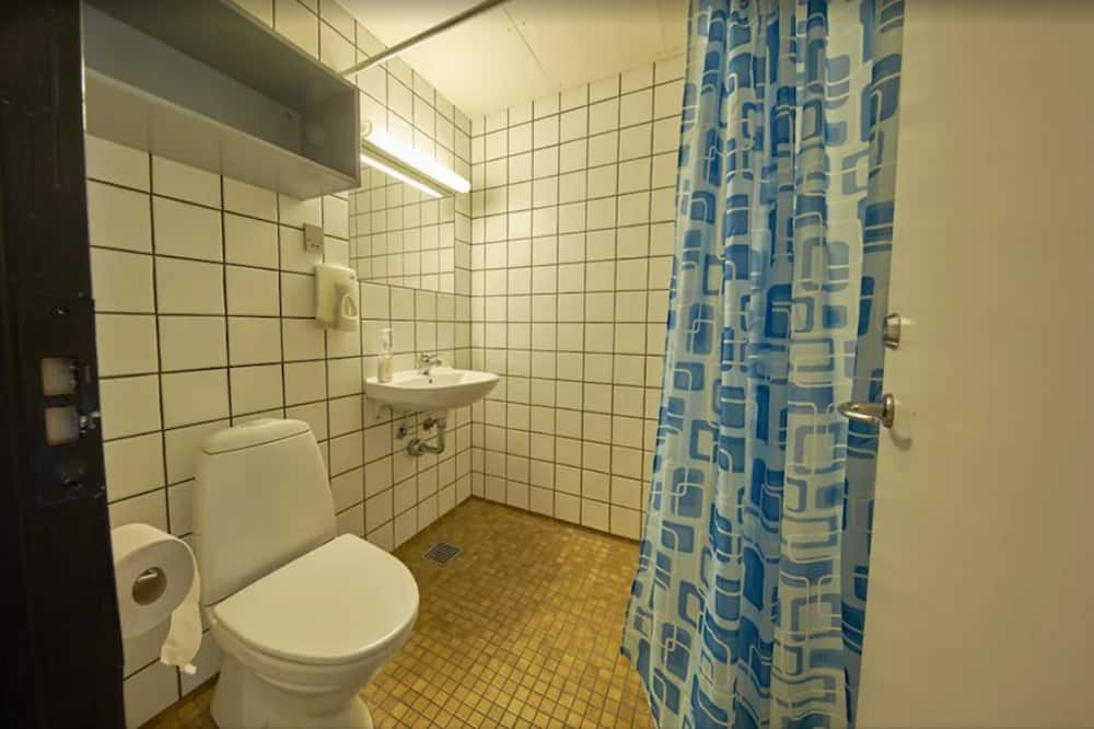 Perhehuone kolmelle (Linen Excluded) - Kylpyhuone