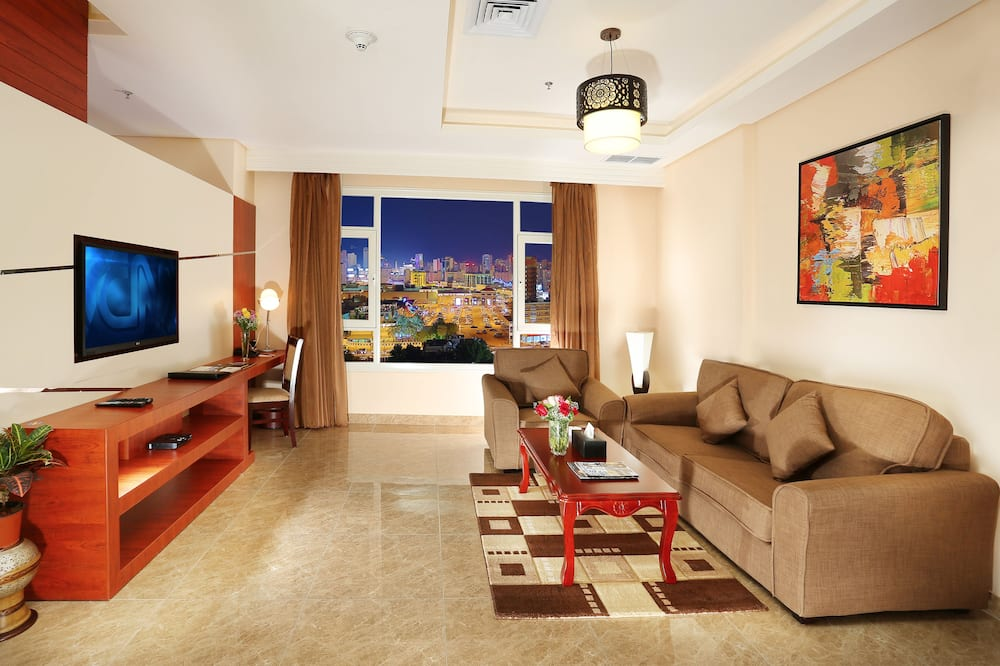Executive Suite, 1 King Bed, Kitchenette (Living Room) - Living Area
