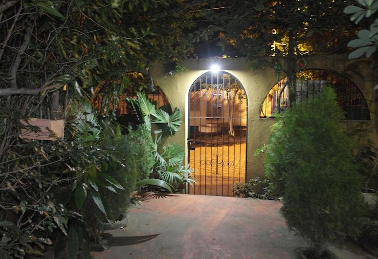 نيكاراجوا جيست هاوس, ماناجوا, حديقة