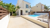 Choose this Villa in Paralimni - Online Room Reservations