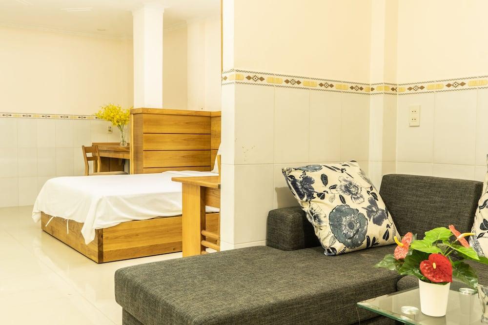 Superior Apartment, 1 King Bed, Kitchenette - Living Room