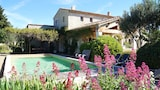 Book this Parking available Hotel in Gordes
