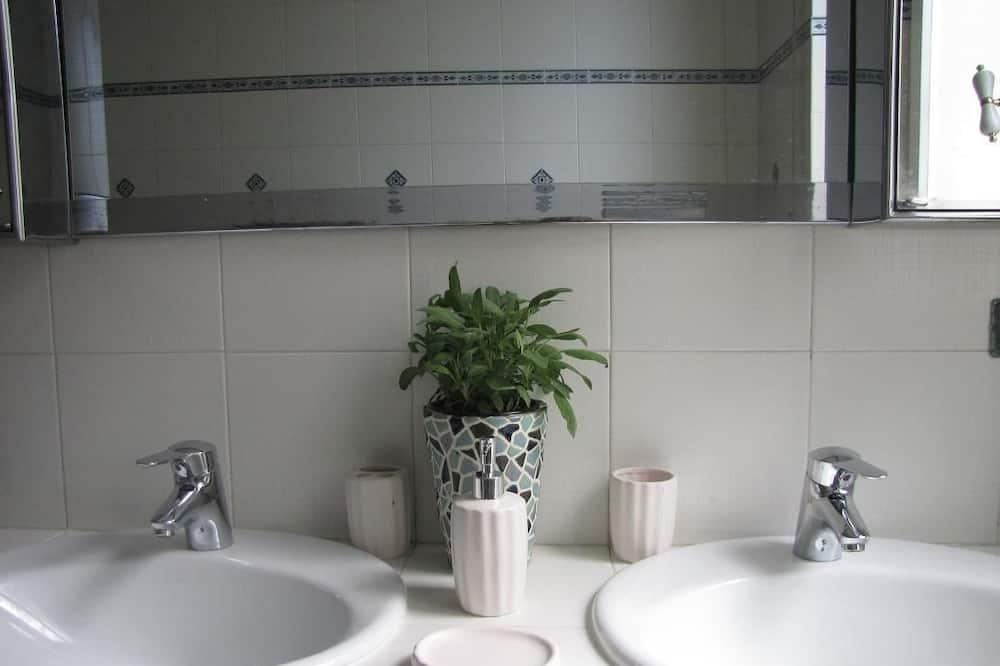 Deluxe Double Room, 1 Bedroom, Kitchenette, Sea View - Bilik mandi