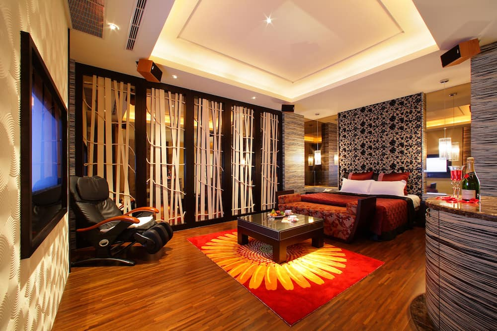 Deluxe Double Room, Bathtub - Guest Room