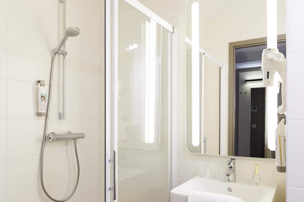 Standard Double Room, 1 Double or 2 Twin Beds - Bathroom Shower