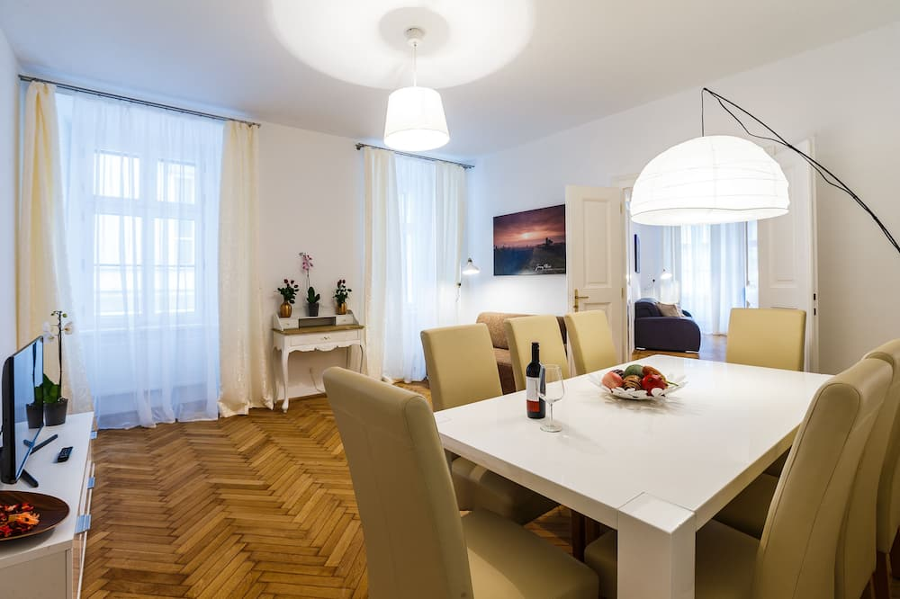 Premium Apartment, 2 Bedrooms (Top 4, incl. cleaning fee) - Living Area