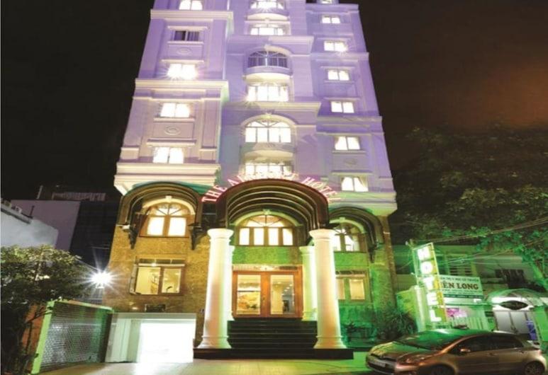 The Airport Hotel, Ho Chi Minh City, Průčelí hotelu ve dne/v noci