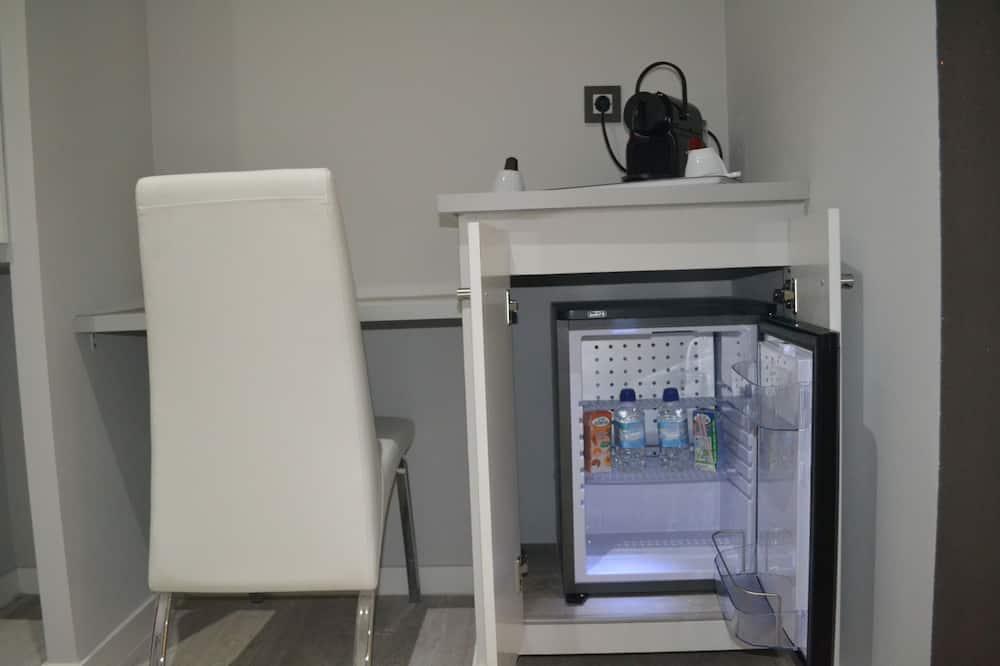 Улучшенный двухместный номер с 1 или 2 кроватями, вид на город - Мини-холодильник