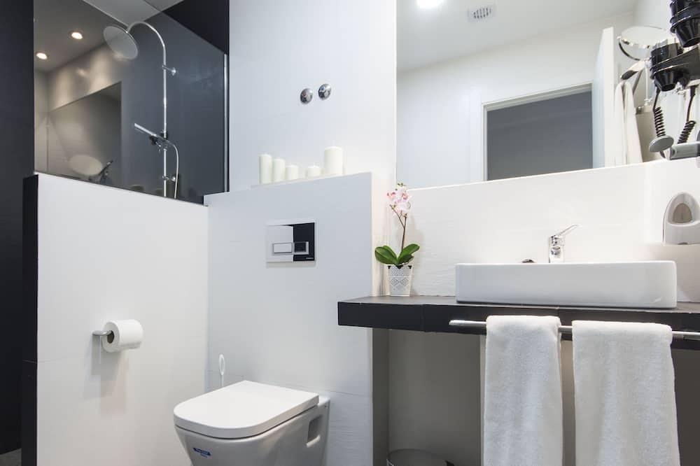 Улучшенный двухместный номер с 1 или 2 кроватями, вид на город - Ванная комната