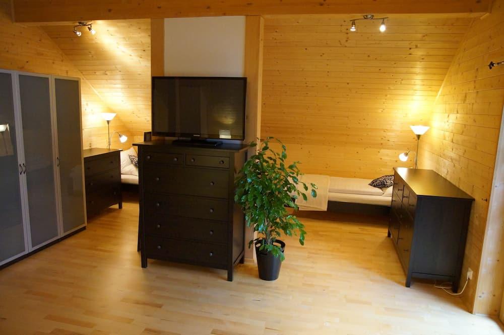 Deluxe Chalet, 2 Bedrooms, Mountain View, Garden Area - Living Area