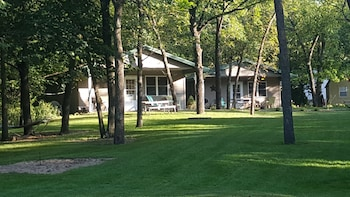 Picture of Lake's End Cabin Resort in Manchester