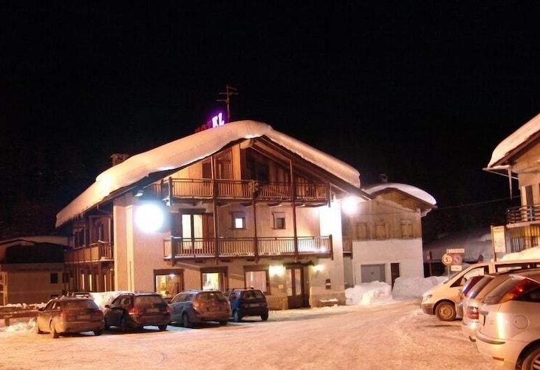 Hotel Sciatori, Sestriere, Hotel Front – Evening/Night