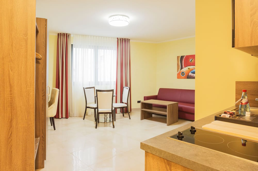 Apartmá s ložnicí a obývacím koutem - Stravování na pokoji