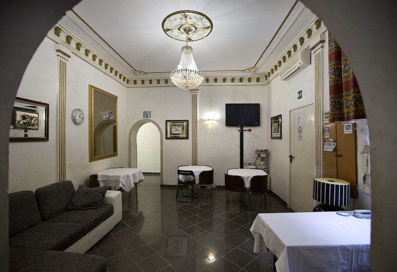 Hotel Beautiful, Rím, Hala
