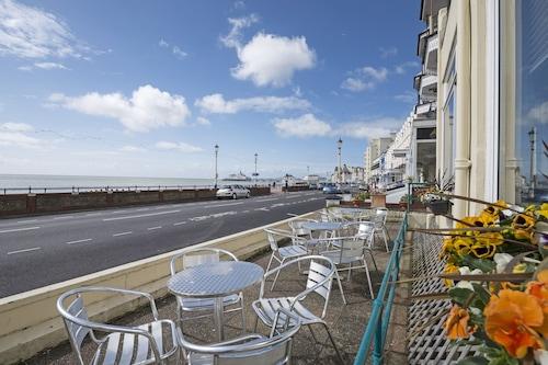 雄偉飯店/