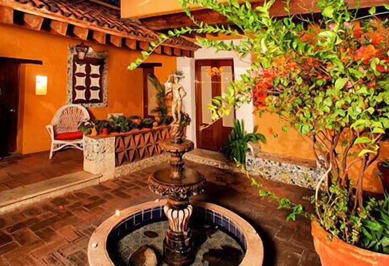 Hotel Azucena, Oaxaca, Courtyard