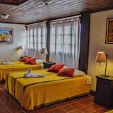 Comfort Triple Room, Private Bathroom, Courtyard Area - Living Area