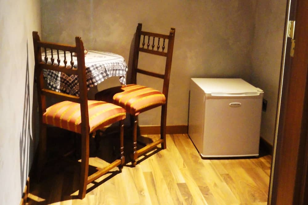 Chambre Double, salle de bains attenante - Coin séjour