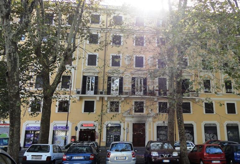 Giovine Italia, Rom, Hotellets facade
