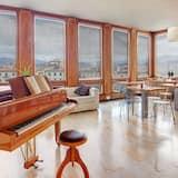 Třílůžkový pokoj typu Comfort, výhled na město - Obývací prostor