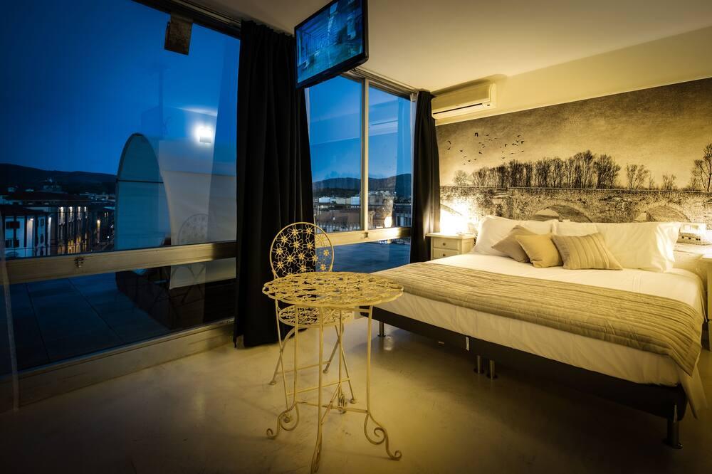 Luxusní pokoj, vířivka, výhled na město - Hlavní fotografie