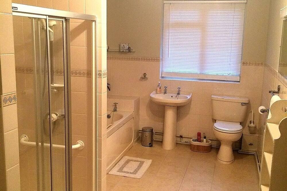 Apartmán, vlastná kúpeľňa (Bath and shower) - Kúpeľňa