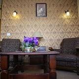 Basic Suite - Living Room