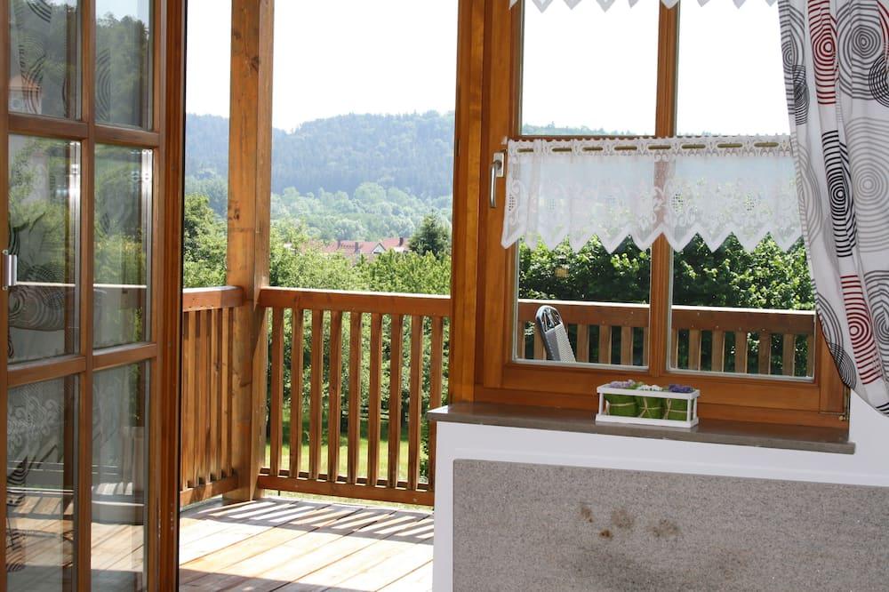 Апартаменты «Комфорт», 2 спальни, балкон, вид на горы - Балкон