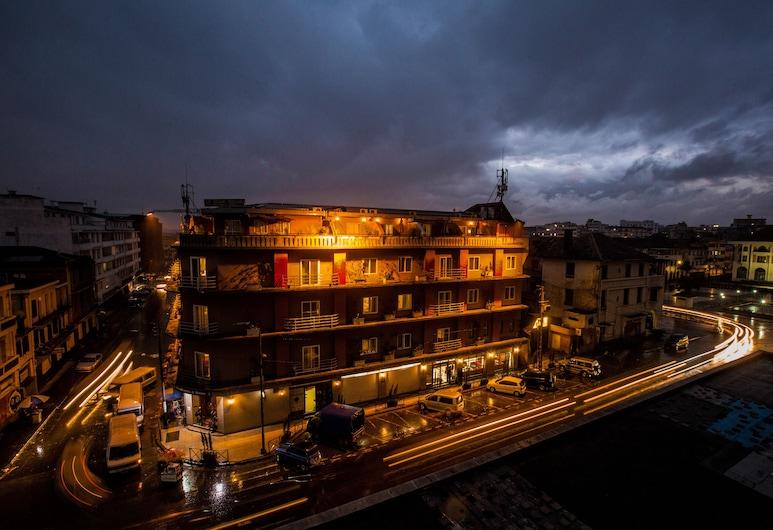 Le Grand Mellis Hôtel & Spa, Antananarivo, Hotelfassade am Abend/bei Nacht