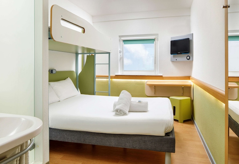 ibis budget Cardiff Centre, Cardiff, Double Room, 1 Double Bed, Guest Room