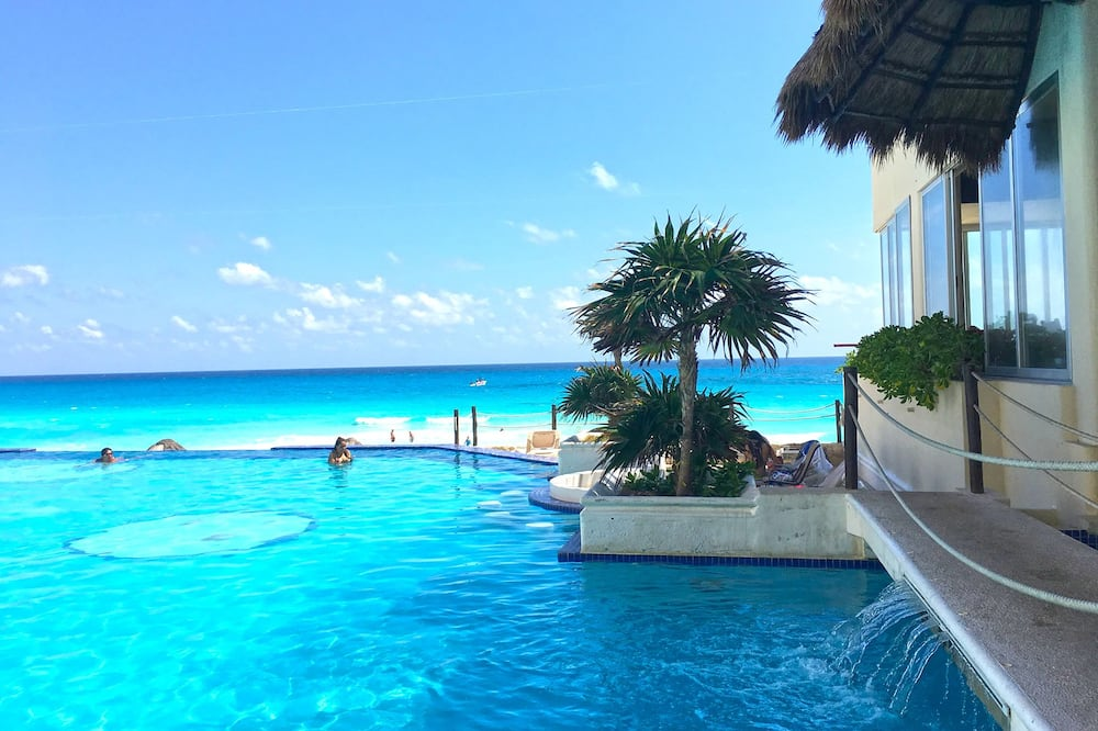 Cancun Plaza Condo