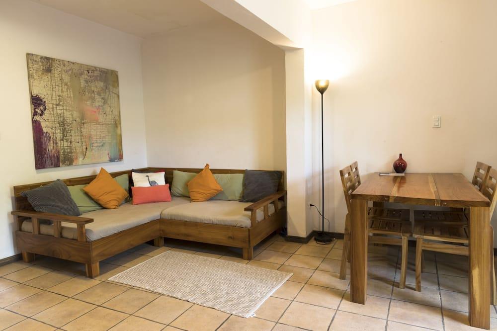 Comfort Apartment, 2 Bedrooms, Terrace, Pool View - Living Area