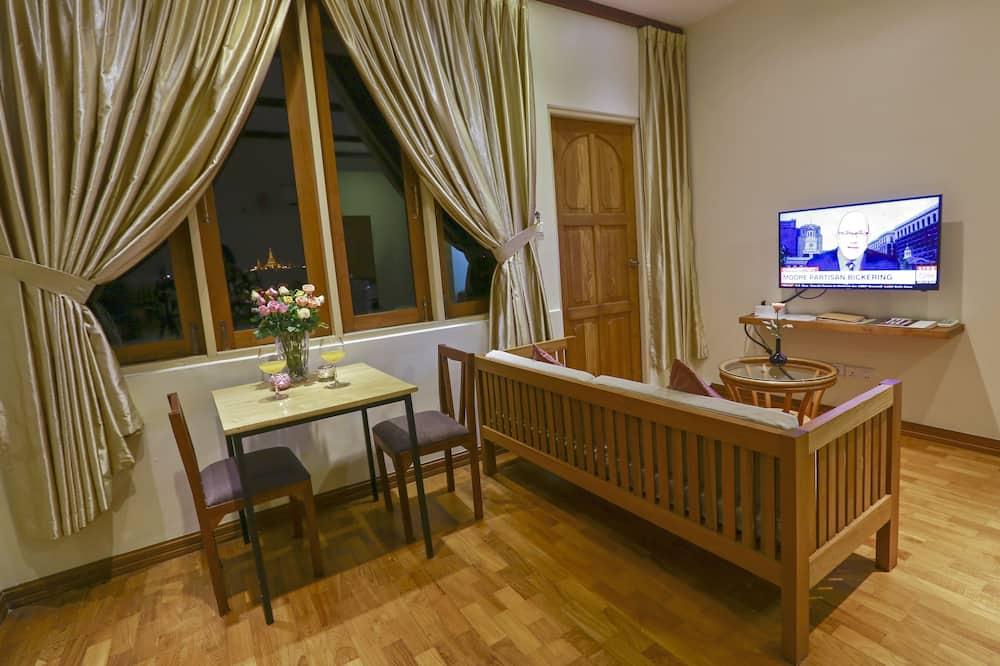 Signature Penthouse, Non Smoking, City View - Living Room