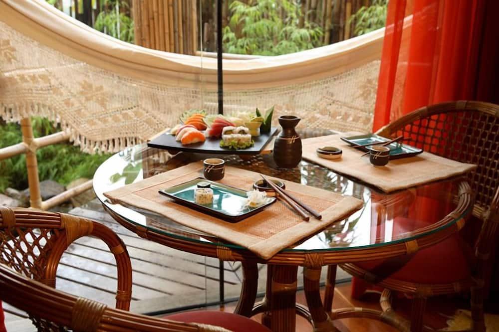 浪漫套房, 熱水浴缸, 湖景 - 客房餐飲服務