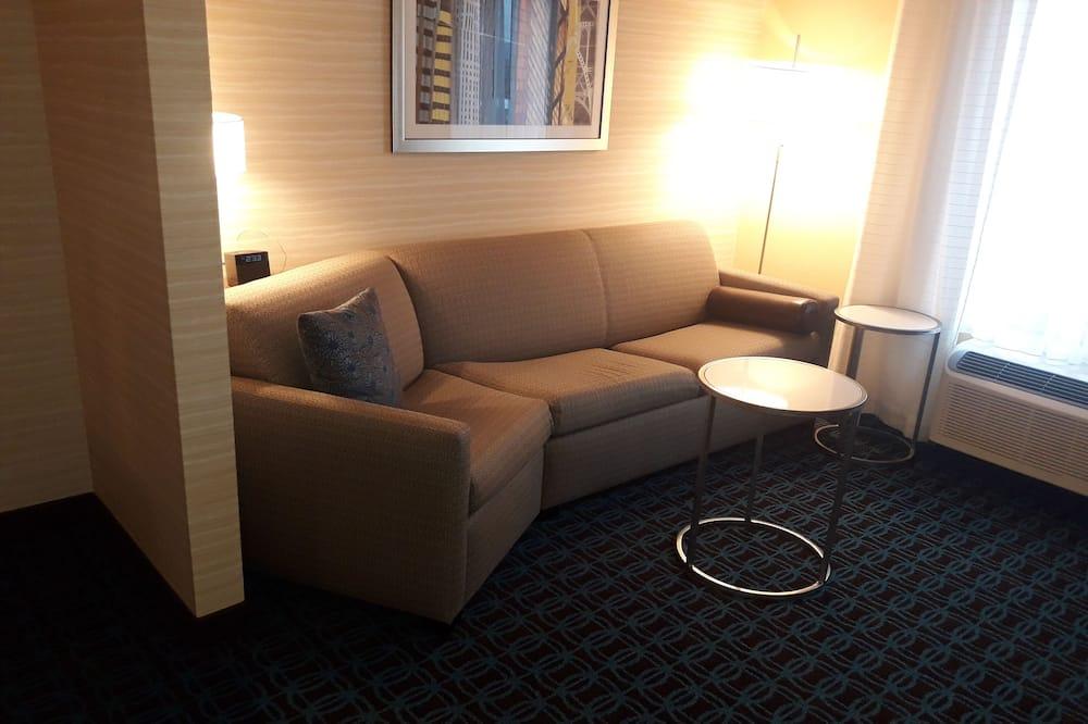 Studio, 1 King Bed, Non Smoking - Living Room