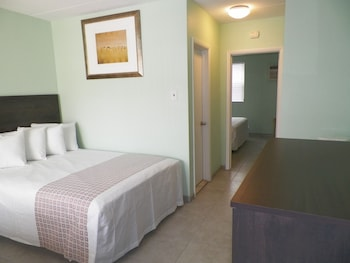 Picture of Royal Canadian Motel in Wildwood