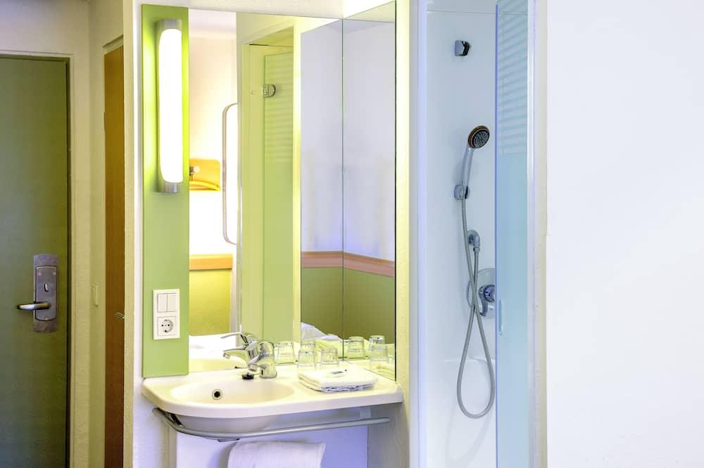 Dvivietis kambarys (2 viengulės lovos), 2 viengulės lovos - Vonios kambarys