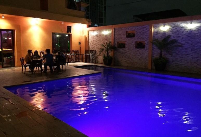 Hotel Grand Reyes, Monterrey, Zwembad