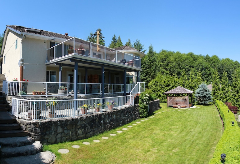 At The Shore Bed and Breakfast, Sechelt